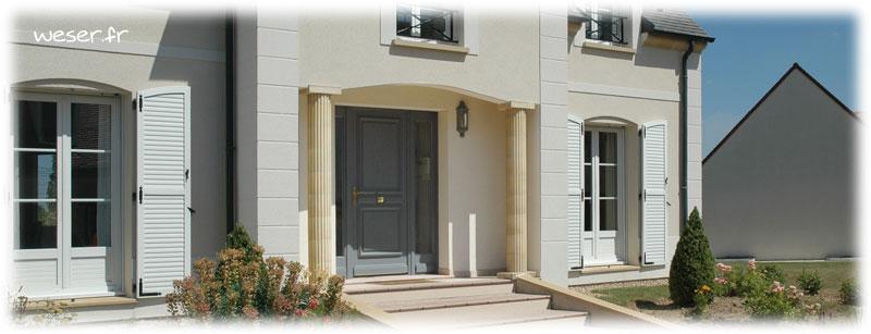 Maison avec appuis de fenêtre et seuils de porte préfabriqués en béton